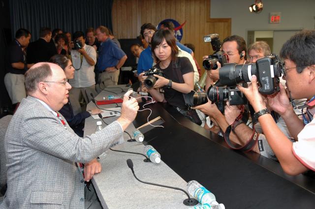 Explaining ECO sensors to the Press